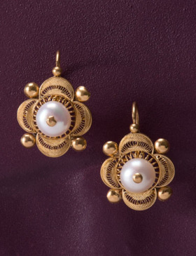 Pearl Boton de Tortuga Earrings
